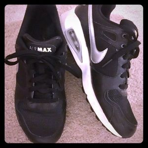 NIKE Air Max International Low Black Shoes Size 9